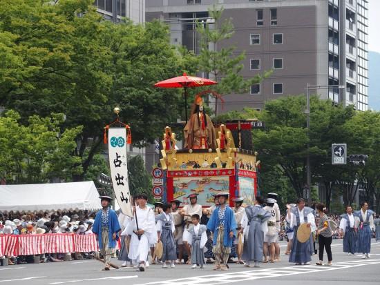 【占出山】山を彩る前懸や同懸などには日本三景が描かれています。