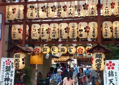 京都の街のど真ん中!錦天満宮の霊水