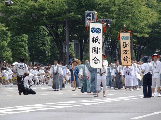 祇園祭山鉾巡行!この先頭ののぼりが見えるとわくわくした気分になります(^0^)