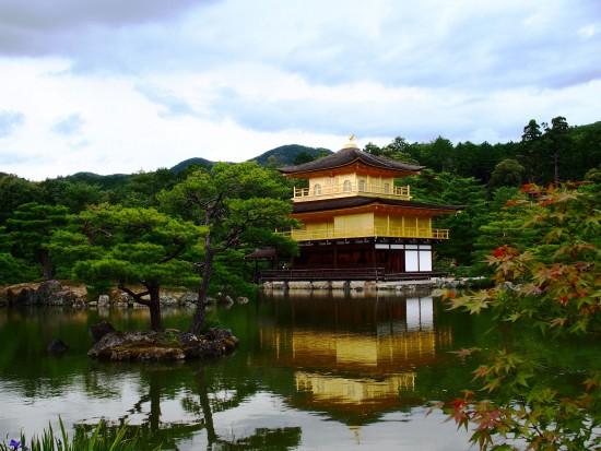 池に映る姿も美しい、金閣!