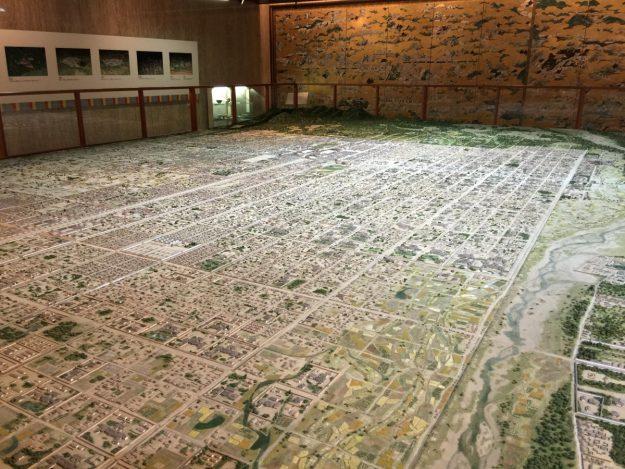平安京創生館のジオラマ。1000分の1のサイズで当時の様子が再現されています。
