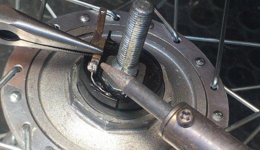 ホイールの軸を分解・洗浄 前輪