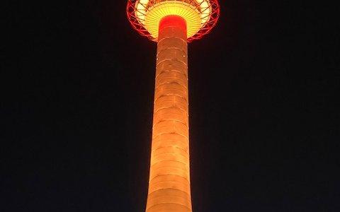 京都タワー 「オレンジ」ライトアップ